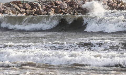 Μοιραία «βουτιά» για ηλικιωμένο σε παραλία των Χανίων