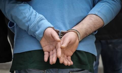 Αφέθηκε ελεύθερος ο 70χρονος που έσπρωξε τον φίλαθλο στη Καλαμαριά