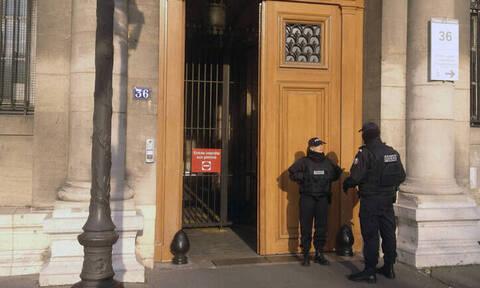 Συναγερμός στο Παρίσι: Αστυνομικός δέχτηκε επίθεση με μαχαίρι