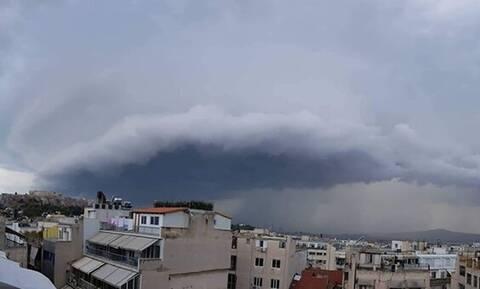 Κακοκαιρία: Μαύρα σύννεφα πάνω από την Αττική - Συγκλονιστικές εικόνες