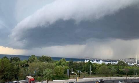 Shelf cloud: To γιγάντιο σύννεφο που «κατάπιε» την Αττική - Συγκλονιστικές φωτογραφίες
