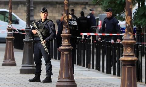 Μακελειό στο Παρίσι: Σοκάρει η εικόνα του νεκρού δράστη - Είχε ασπαστεί το Ισλάμ (pics+vids)