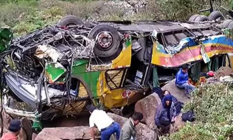 Τραγωδία στο Περού: Λεωφορείο έπεσε σε γκρεμό - Τουλάχιστον 23 νεκροί (vid)