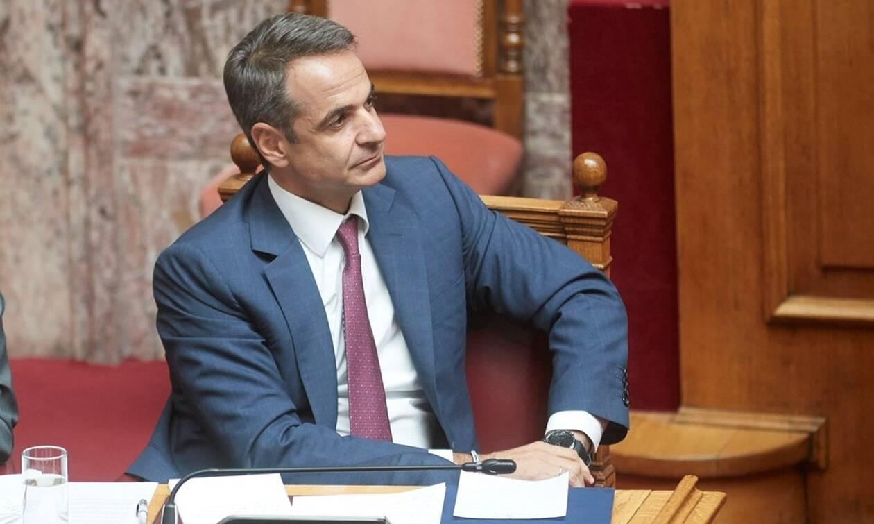 Βουλή - Ώρα πρωθυπουργού: Ο Μητσοτάκης απαντά στον Βαρουφάκη για το προσφυγικό