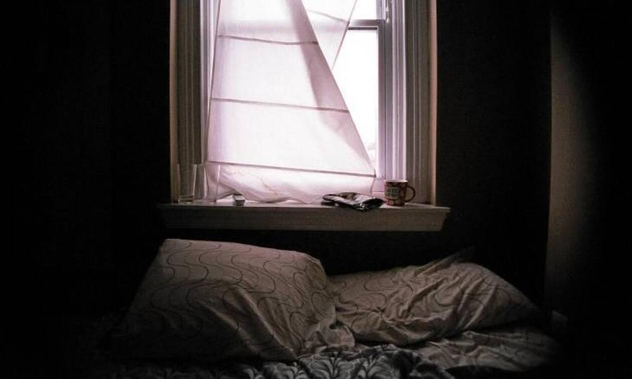 Αυτά είναι τα λάθη που κάνουμε στον... ύπνο μας και πρέπει να τα διορθώσουμε άμεσα! (video)