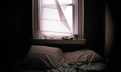 Κάνετε κι εσείς αυτά τα λάθη μόλις ξαπλώσετε για ύπνο; Τι πρέπει να αποφεύγετε... (video)
