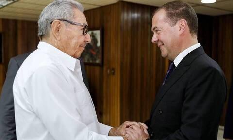 Медведев встретился на Кубе с Раулем Кастро
