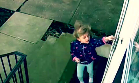 Ισχυρός άνεμος σήκωσε στον αέρα ένα κοριτσάκι - Δείτε το απίστευτο βίντεο (vid)