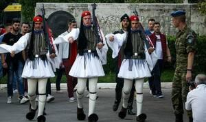 Ανατριχίλα: Οι Εύζωνες «ράγισαν τα τσιμέντα» στην παρέλαση της Ξάνθης