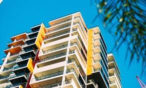Τραγωδία: Άνδρας αυτοκτόνησε πέφτοντας από τον 9ο όροφο μαζί με τα δυο παιδιά του (pics)