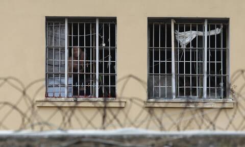 Κορυδαλλός: Μητέρα κρατουμένου προσπάθησε να κρύψει ναρκωτικά σε… σουβλάκι