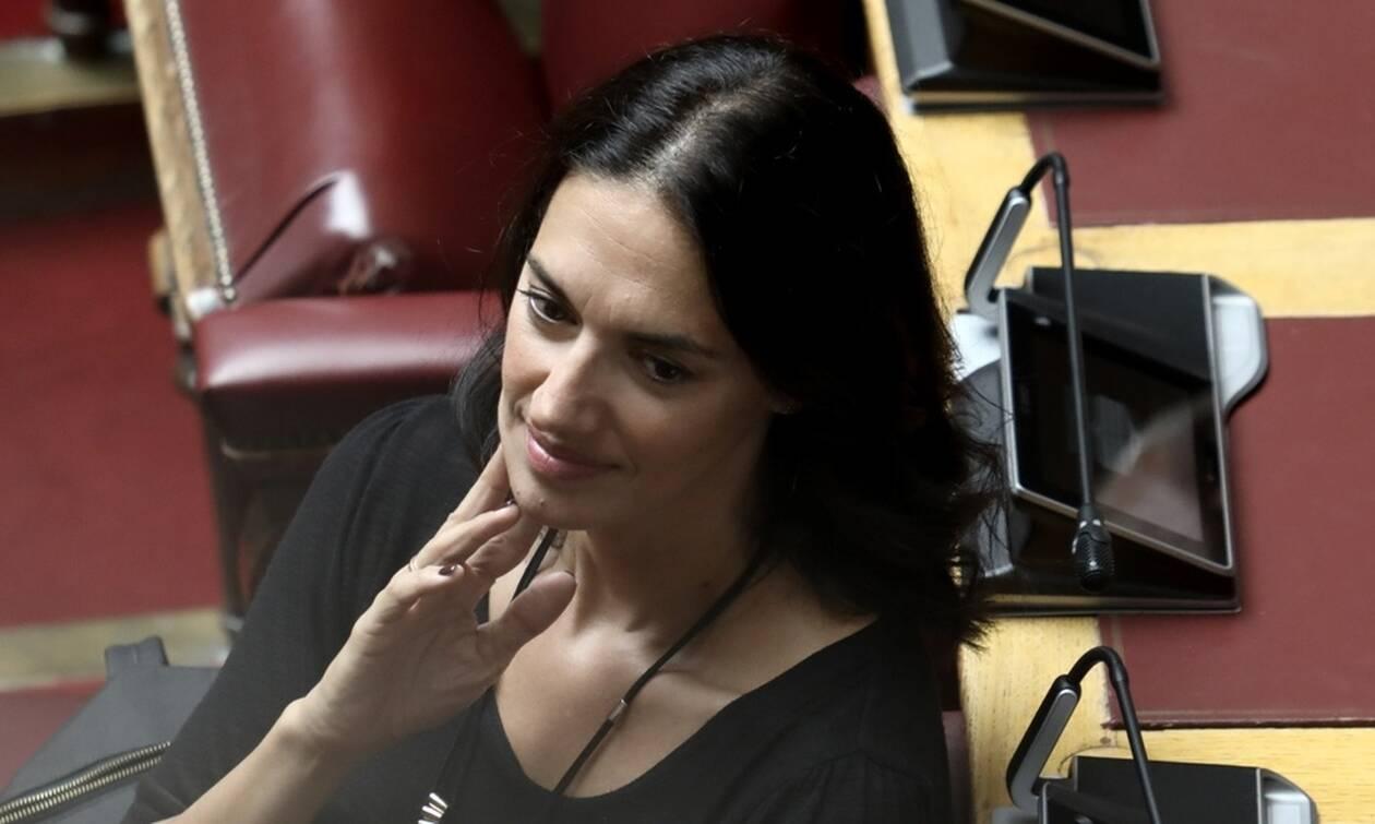 Νόνη Δούνια: Στο νοσοκομείο η βουλευτής - Υπεβλήθη σε χειρουργείο καρδιάς
