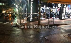 Παρολίγο τραγωδία στη Λαμία: Μαρκίζα «προσγειώθηκε» σε πεζοδρόμιο
