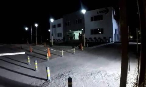 Επίθεση του Ρουβίκωνα με σφυριά και μπογιές στα γραφεία της ΛΑΡΚΟ