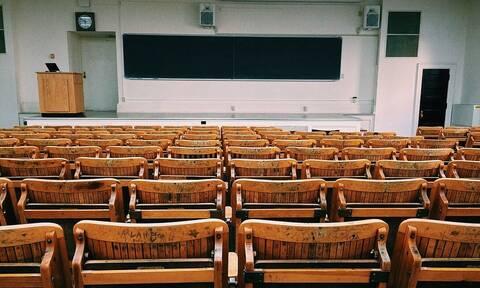 Καθηγήτρια παραιτήθηκε, επειδή μοιάζει... με πορνοστάρ (pics)
