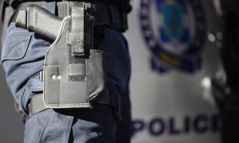 Έκλεψαν σφαίρες και χειροπέδες από αυτοκίνητο αστυνομικού στο κέντρο της Αθήνας