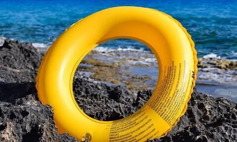 Τραγωδία σε κέντρο φιλοξενίας προσφύγων στην Ηλεία: Αγοράκι 2,5 ετών πνίγηκε στη θάλασσα