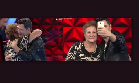 The Voice: Απίστευτο σκηνικό στο πλατό!Η γιαγιά που τρέλανε τον Σάκη και η selfie που θα γίνει viral