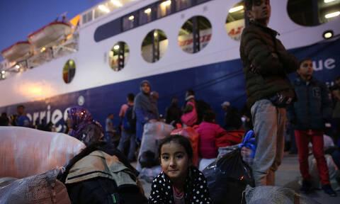Στον Πειραιά άλλοι 453 μετανάστες από τη Μόρια (vid)