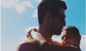 Σάκης Ρουβάς: Οι βουτιές με τον γιο του το Σαββατοκύριακο - Το βίντεο που έγινε viral (vid)