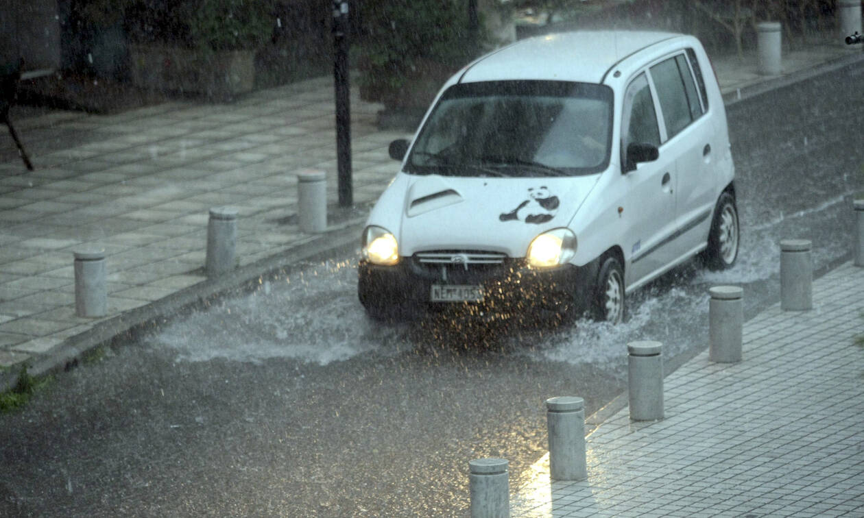 Κακοκαιρία: Πώς αποζημιώνονται από τη χαλαζόπτωση τα οχήματα