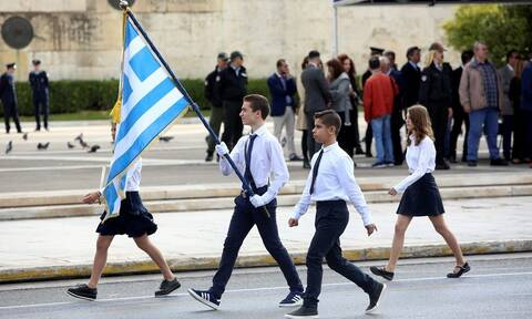 Επανέρχεται η αριστεία για τους σημαιοφόρους: Εγκύκλιος του υπουργείου Παιδείας στα σχολεία