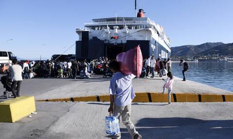 Στον Πειραιά πρόσφυγες και μετανάστες από την Σύμη - Μεταφέρθηκαν με πλοίο του Πολεμικού Ναυτικού