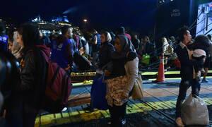 Hellenic Navy ship transfers over 500 migrants from Symi to Piraeus