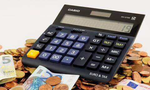 ΕΦΚΑ: Επιστρέφει λεφτά – Δείτε πότε θα πάρετε τα χρήματα