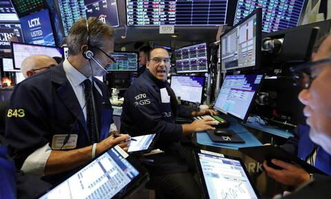 Ισχυρές απώλειες στη Wall Street - Πτώση στην τιμή του πετρελαίου