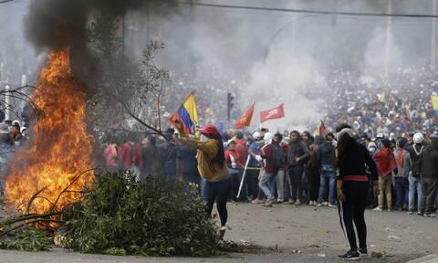 Χάος στον Ισημερινό: Σε κατάσταση πολιορκίας το Κίτο - Αυτόχθονες κατέλαβαν το άδειο κοινοβούλιο