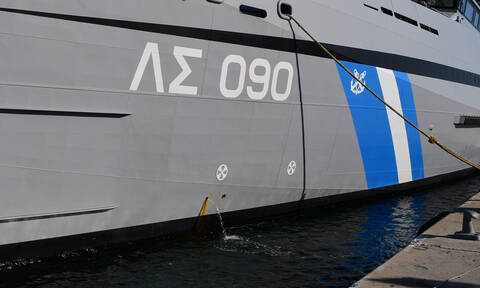 Συναγερμός στη Δραπετσώνα: Αυτοκίνητο έπεσε στη θάλασσα