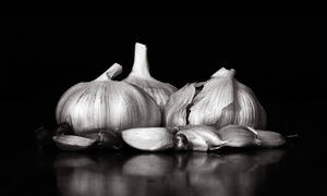 Δείτε... γιατί πρέπει να τρώτε σκόρδο κάθε μέρα (video)