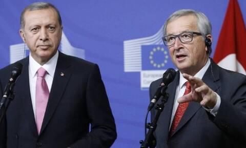Γιουνκέρ σε Ερντογάν: Σταματήστε τώρα την επίθεση – Μην περιμένετε χρηματοδότηση από την ΕΕ