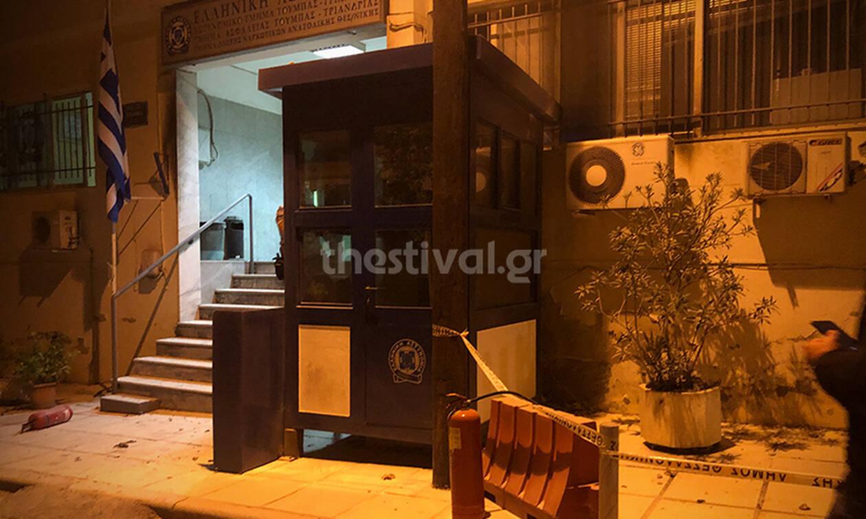 Θεσσαλονίκη: Επίθεση με μολότοφ στο Αστυνομικό Τμήμα Τούμπας (pics+vid)
