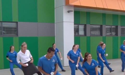 Τι φάση; Παράτησαν τους ασθενείς και έριξαν στο χορό!