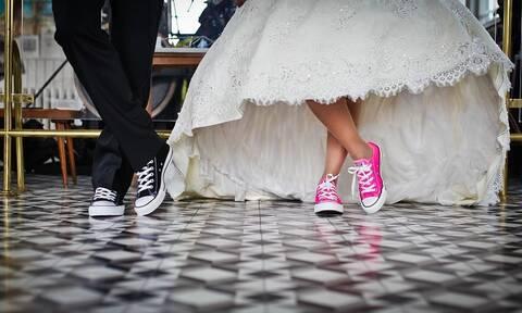 Λαμία: Η καλεσμένη τούς έβγαλε... ξινό τον γάμο - Δείτε τι έκανε (pics)