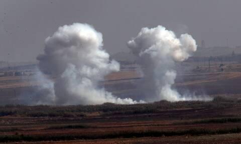 Συνεχίζει το «σφυροκόπημα» της Συρίας από αέρα και ξηρά η Τουρκία: Σκληρές μάχες στα σύνορα