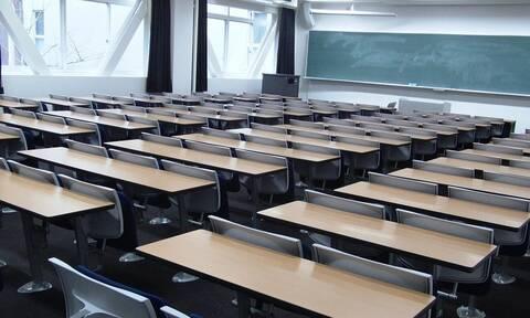 Απίστευτο: Φοιτήτρια παρέδωσε λευκή κόλλα και πήρε άριστα – Δείτε το κόλπο