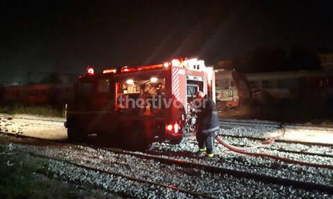 Θεσσαλονίκη: Πυρκαγιά σε παροπλισμένο βαγόνι του ΟΣΕ τα μεσάνυχτα (pics)
