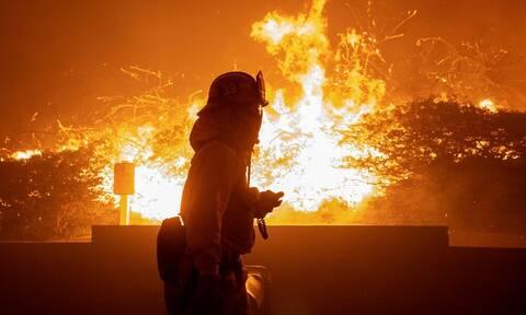 Πύρινη κόλαση στην Καλιφόρνια: Εκκενώθηκαν περιοχές - Χιλιάδες κάτοικοι χωρίς ρεύμα (pics+vids)