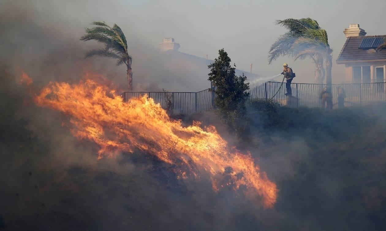 Φονική πυρκαγιά στην Καλιφόρνια: Δύο νεκροί από τον πύρινο εφιάλτη (pics+vids)