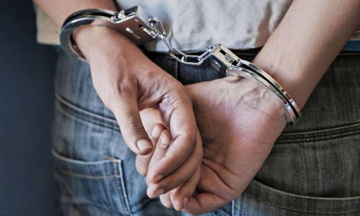 Λαμία: Έπιασαν ανήλικους «ποντικούς» πάνω από το συρτάρι του ταμείου