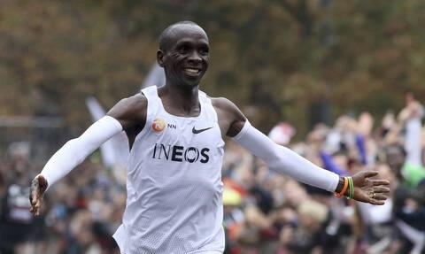 Έλιουντ Κιπτσόγκε: Ποιος είναι ο δρομέας που έτρεξε τον μαραθώνιο σε λιγότερο απο δύο ώρες