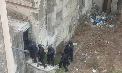 Γιάφκα εμπόρων ναρκωτικών δίπλα στην ΑΣΟΕΕ - Τα απίστευτα ευρήματα της ΕΛ.ΑΣ. (pics)