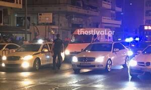 Θεσσαλονίκη: Κινηματογραφική σύλληψη διακινητή που οδηγούσε βαν με 20 μετανάστες