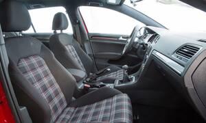 Ποιος κρύβεται πίσω από τα δύο παραδοσιακά χαρακτηριστικά του VW Golf GTI;