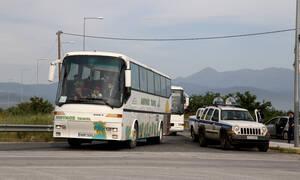 Λαμία: Οδηγός λεωφορείου σπέρνει τον τρόμο (vid)