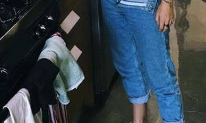 Πασίγνωστη ηθοποιός μας έδειξε τα προσόντα της στην κουζίνα! (photos)