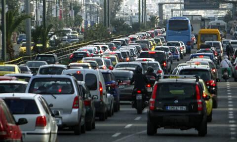 Κίνηση στους δρόμους: Κυκλοφοριακό χάος στην Αθήνα - Πού εντοπίζονται τα προβλήματα